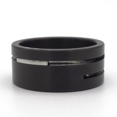 Brede zwarte ring splitlevel