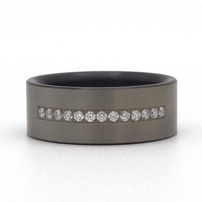Pave diamant in brede zwarte ring