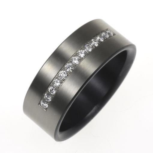 Zwarte Rij-ring met diamant