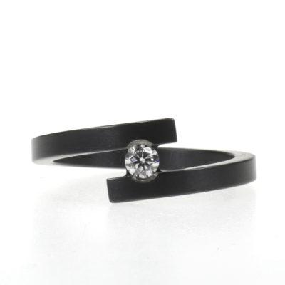 Zwarte slagring met diamant