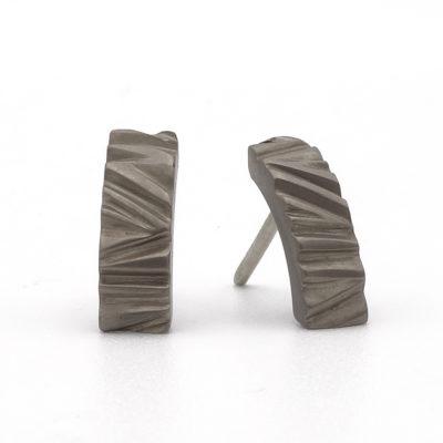 titanium oorbellen boomschors structuur