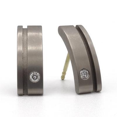 titanium oorbellen met diamant 2