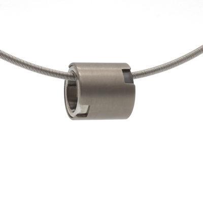 strakke titanium hanger
